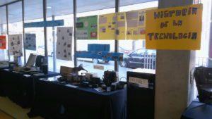 Escola_nova_exposició_tecnologia_1