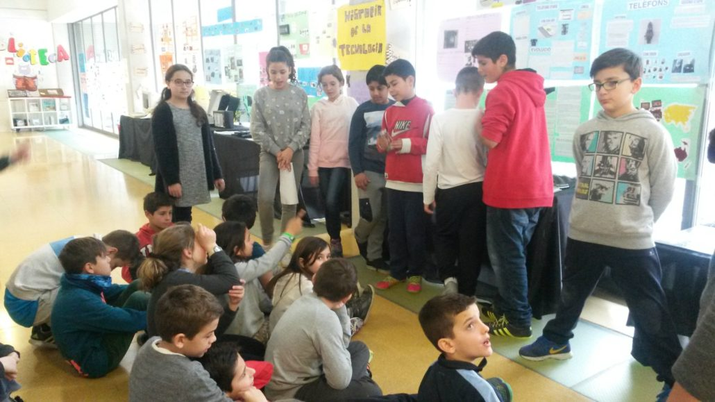 Escola_nova_exposició_tecnologia_6